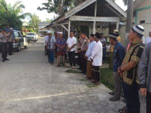 Kapolres Aceh Singkil memberikan arahan pelepasan pawai zikir dan tausiah