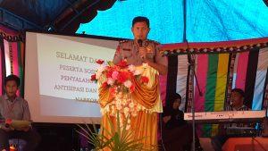 Kapolres Aceh Singkil memberikan kata sambutan pembukaan seminar Anti Narkoba.