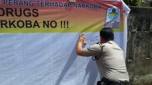 Kapolres Aceh Singkil melakukan penandatanganan perdana.